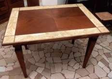 ... fatto con questo tavolo in ciliegio massello il cui piano è